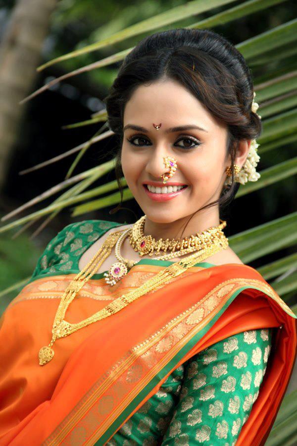 amruta khanvilkar love story