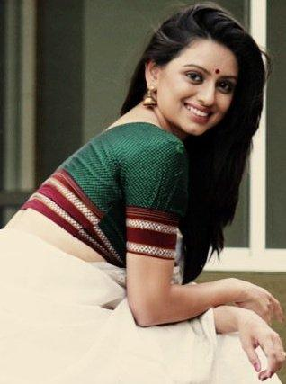 Shruti Marathe picture collection